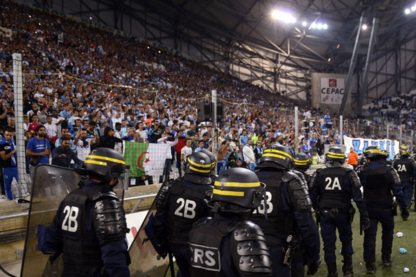 Crowd-trouble-at-Marseille-2015_3353996.jpg 20150920230840