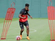 LIVERPOOL, ENGLAND - AUGUST 27:  (THE SUN OUT & THE SUN ON SUNDAY OUT) Daniel Sturridge of Liverpool in action during a training session at Melwood Training Ground on August 27, 2015 in Liverpool, England.  (Photo by Andrew Powell/Liverpool FC via Getty Images)