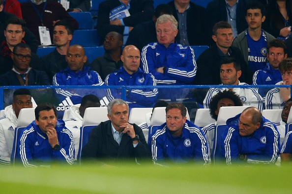 LONDON, ENGLAND - OCTOBER 03:  Jose Mourinho (2nd L) Manager of Chelsea looks on during the Barclays Premier League match between Chelsea and Southampton at Stamford Bridge on October 3, 2015 in London, United Kingdom.  (Photo by Julian Finney/Getty Images)