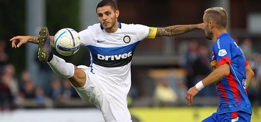 CHIASSO, SWITZERLAND - OCTOBER 09:  Mauro Emanuel Icardi of FC Internazionale Milano competes for the ball with Rouiller Steve of Chiasso during the friendly match between Chiasso and FC Internazionale on October 9, 2015 in Chiasso, Switzerland.  (Photo by Marco Luzzani - Inter/Inter via Getty Images)