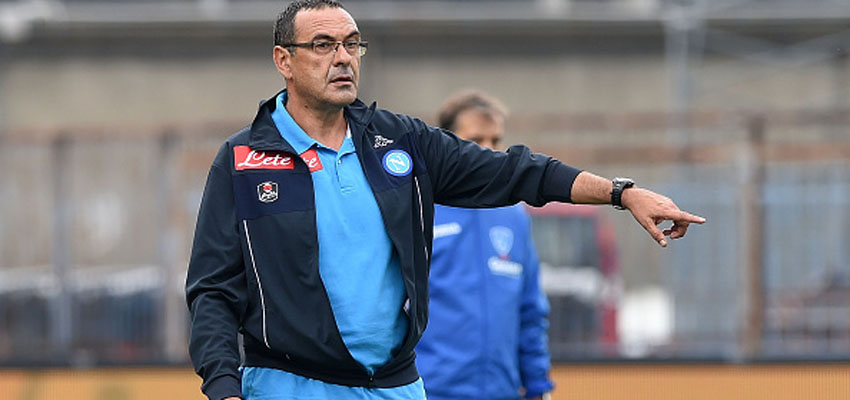 EMPOLI, ITALY - SEPTEMBER 13: Napoli's coach Maurizio Sarri gestures during the Serie A match between Empoli FC - SSC Napoli at Stadio Carlo Castellani on September 13, 2015 in Empoli, Italy.  (Photo by Francesco Pecoraro/Getty Images)