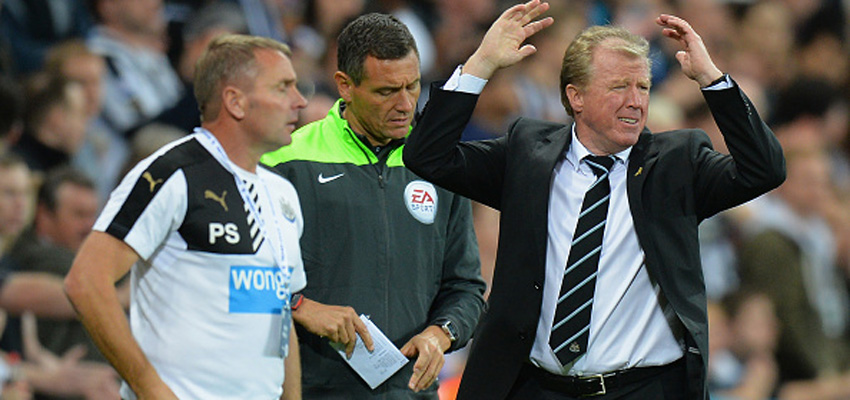NEWCASTLE UPON TYNE, ENGLAND - SEPTEMBER 26: Steve McClaren (R) manager of Newcastle United reacts during the Barclays Premier League match between Newcastle United and Chelsea at St James' Park on September 26, 2015 in Newcastle upon Tyne, United Kingdom.  (Photo by Tony Marshall/Getty Images)