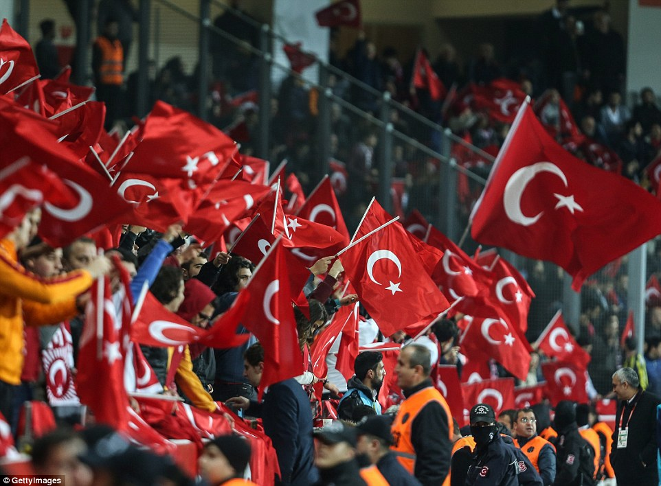 2E8A9AC100000578-3322708-Turkish_supporters_waved_flags_at_the_Basaksehir_Fatih_Terim_Sta-a-74_1447798703273