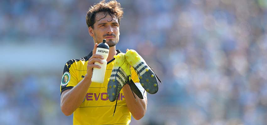CHEMNITZ, GERMANY - AUGUST 09:  Mats Hummels of Dortmund reacts after the DFB Cup first round match between Chemnitzer FC and Borussia Dortmund at Stadion an der Gellertstrasse on August 9, 2015 in Chemnitz, Germany.  (Photo by Thomas Eisenhuth/Bongarts/Getty Images)