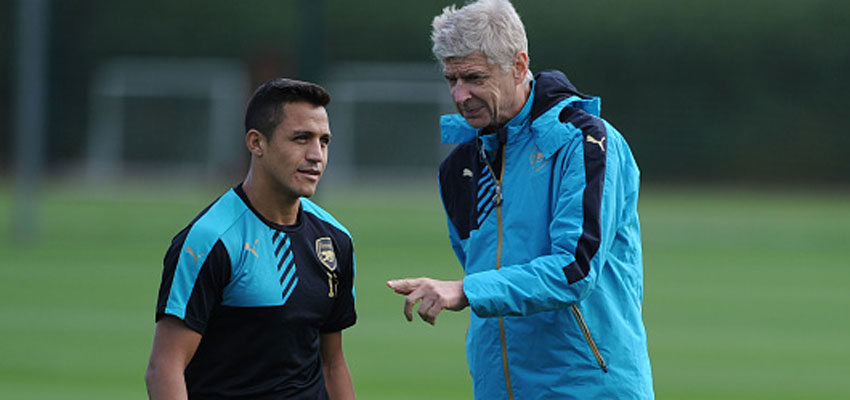 ST ALBANS, ENGLAND - SEPTEMBER 28: Arsenal manager Arsene Wenger talks to Alexis Sanchez during a training session at London Colney on September 28, 2015 in St Albans, England. (Photo by Stuart MacFarlane/Arsenal FC via Getty Images)
