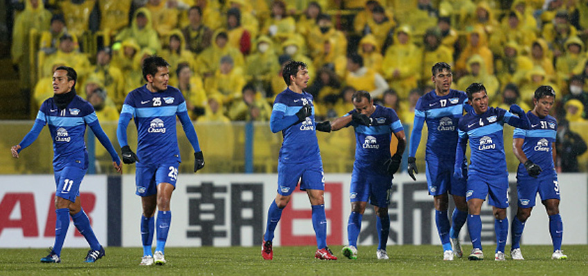KASHIWA, JAPAN - FEBRUARY 17:  Kroekrit Thawikan (2nd R) of Chonburi celebrates scoring his team's second goal with his team mates during the AFC Champions League play-off match between Kashiwa Reysol and Chonburi FC at Hitachi Kashiwa Soccer Stadium on February 17, 2015 in Kashiwa, Chiba, Japan.  (Photo by Kaz Photography/Getty Images)