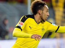 DORTMUND, GERMANY - NOVEMBER 29:  Pierre-Emerick Aubameyang of Borussia Dortmund celebrates scoring the goal to the 4:1 during the Bundesliga match between Borussia Dortmund and VfB Stuttgart at Signal Iduna Park on November 29, 2015 in Dortmund, Germany.  (Photo by Alexandre Simoes/Borussia Dortmund/Getty Images)